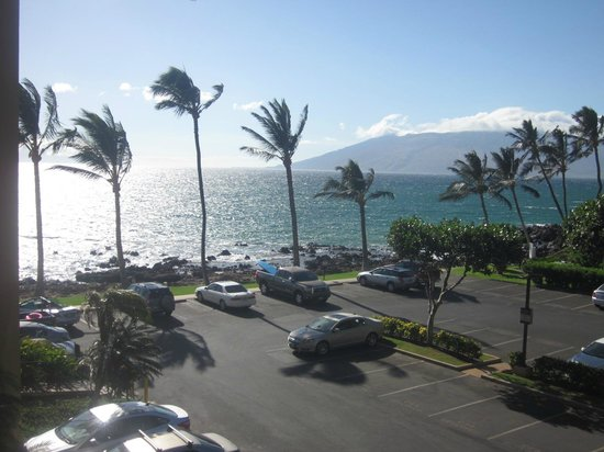 Mana Kai Maui: park lot, ocean from hotel room view