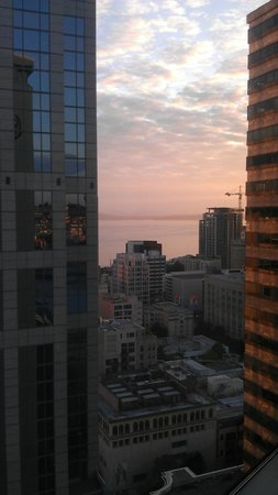 Sheraton Seattle Hotel: Even a view of the Water