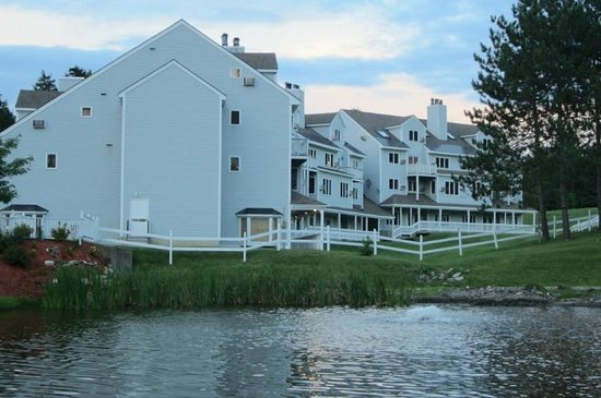 Holiday Inn Club Vacations Mount Ascutney Resort: View of Benningtom Building