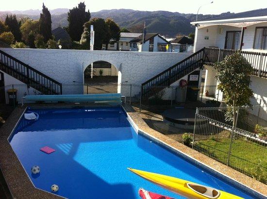 Hawk's Inn Motel : Pool