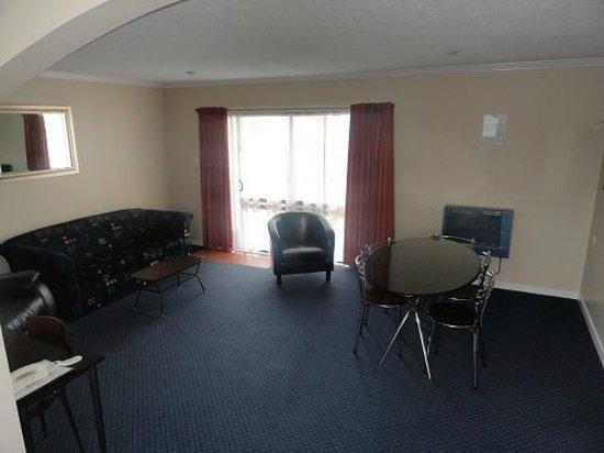 Hawk's Inn Motel : 2 Bedroom Unit