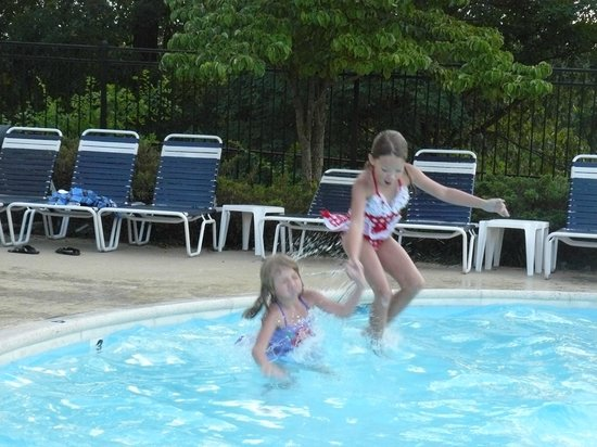 College Park Hotel & Suites near Univ. of Maryland: fun in the pool