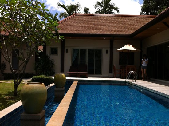 Two Villas Holiday Oriental Style Naiharn Beach : Private Poolside