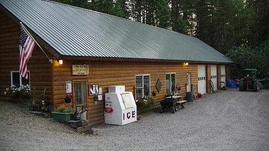 Timber Wolf Resort: office - store