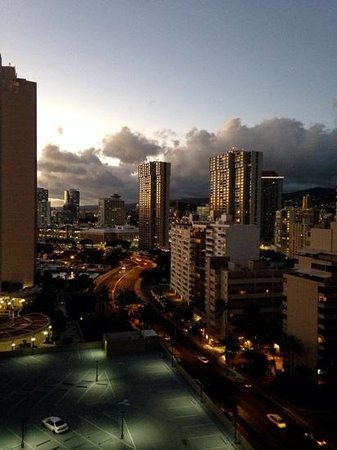 The Modern Honolulu: partial ocean view suite, 17th floor