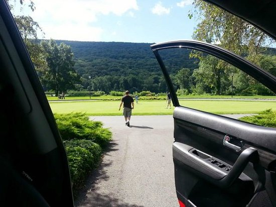 The Shawnee Inn and Golf Resort: view from inside the car facing the river