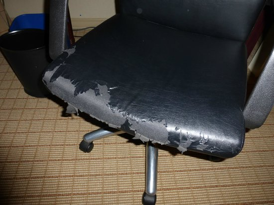 Sheraton Portland Airport Hotel: Desk chair in room that goes for $235/night.  Seriously?