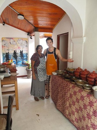 Mama's Galle Fort Roof Cafe : here is me and mama and 9 curries and dishes that we made