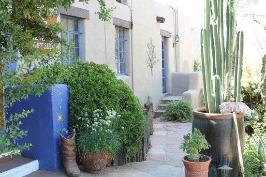 Hacienda Del Sol Guest Ranch Resort: reception & rooms