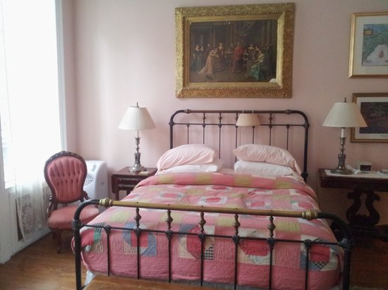 1871 House: bed