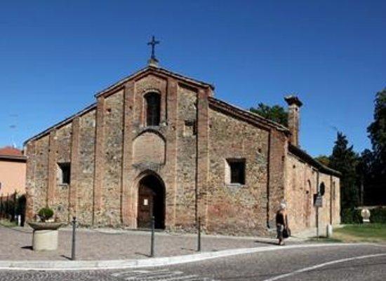 La facciata della Pieve di Volpedo.
