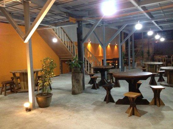 Tid Pak Restaurant: Downstairs