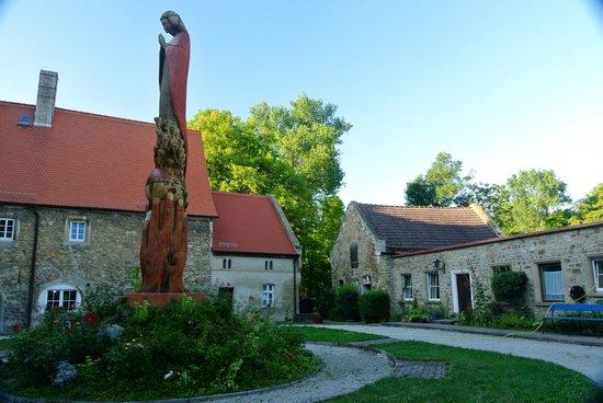 Healing Hotel Castle Schochwitz: Great statue