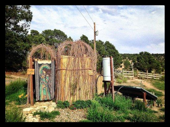 Boulder Mountain Guest Ranch: La douche écologique extérieure
