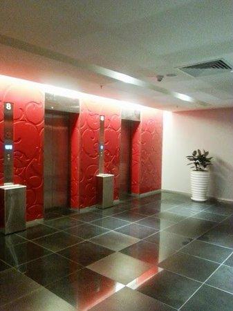 Vivatel Kuala Lumpur : 8th floor lobby