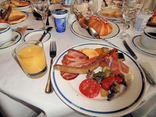 Hotel Jezero: ブッフェスタイルの朝食