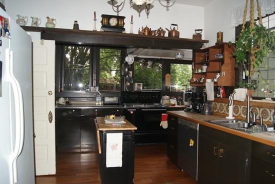 Bed and Breakfast on Capitol Hill: kitchen