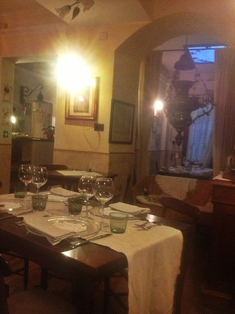 Il Lupo Antica Trattoria: Inside the restaurant