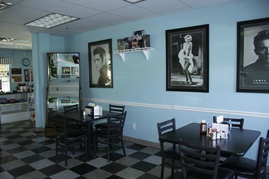 Rosy's Ice Cream & Diner: Enjoy our Great 50's Atmosphere