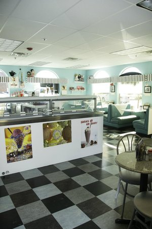 Rosy's Ice Cream & Diner: Come in for the BEST Ice Cream in Town!