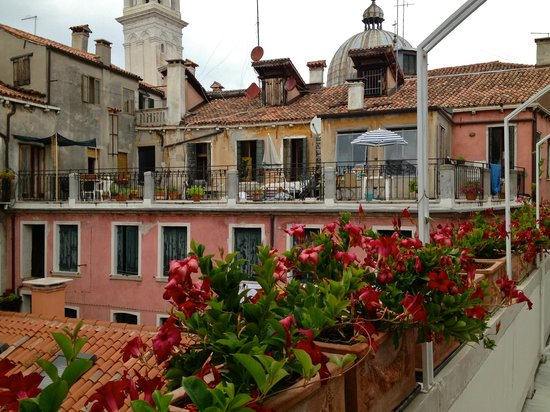 balcony picture of hotel bisanzio venice tripadvisor. Black Bedroom Furniture Sets. Home Design Ideas