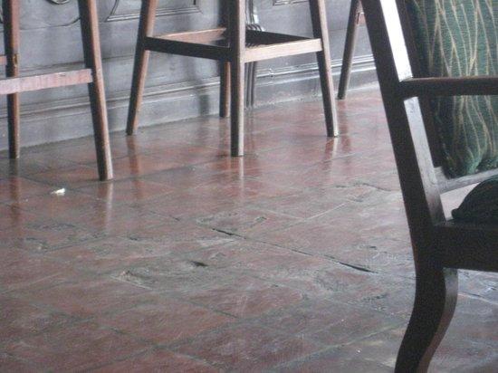 Queens Hotel: More broken tile
