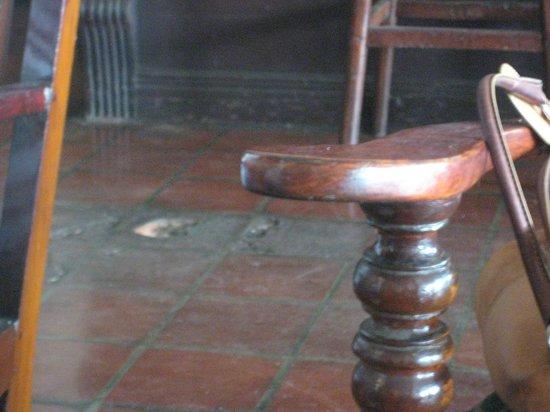 Queens Hotel: Broken tile in Mountbatten's bar