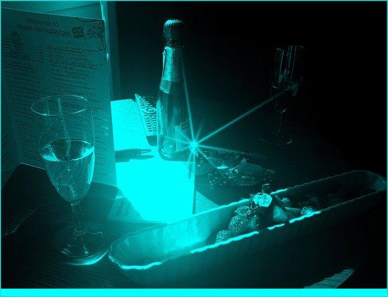 Hotell Hallstaberget: Jordgubbar & champagne:-)