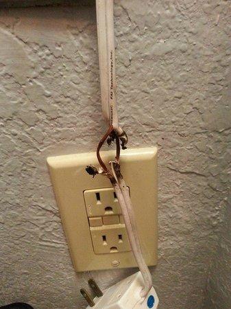 Super 8 Elk City: Wires on hair dryer