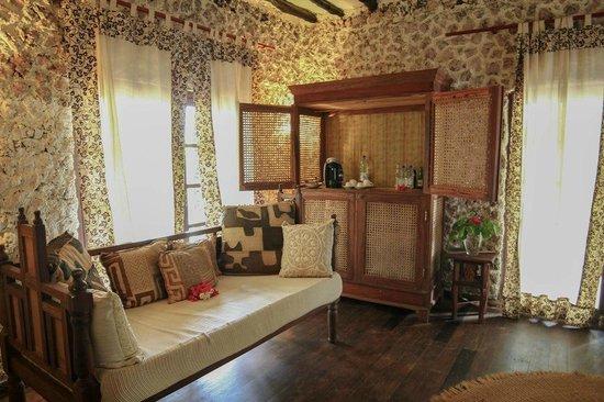 Anna of Zanzibar : Living room with coffee bar
