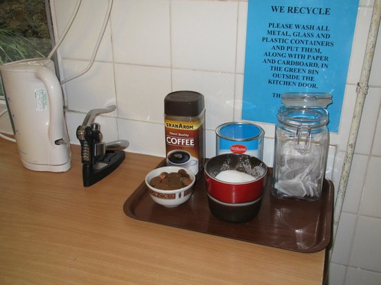 Penzance Backpackers: Shared Kitchen - Coffee/Tea Supplies
