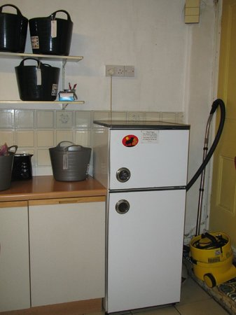 Penzance Backpackers: Shared Kitchen Fridge