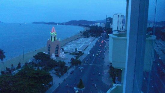 Nha Trang Lodge: ホテルからのビーチ風景1