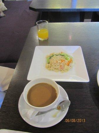 Miramar Hotel Bangkok: Mum's vegetarian fried rice breakfast