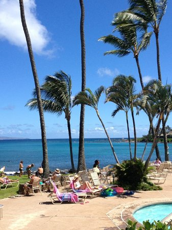 Napili Shores Maui by Outrigger: Napili Bay from the hotel