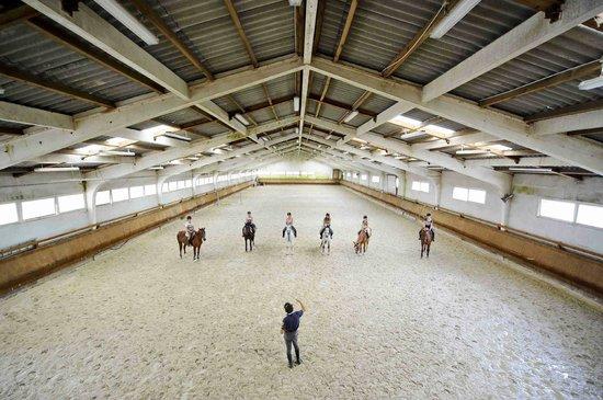 Centre equestre municipal ucpa de saint Medard en Jalles : Chateau de Belfort