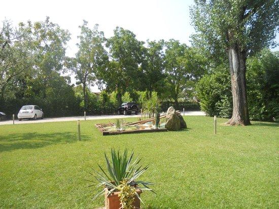 Ca' Borgo delle Rane: Il bel giardino (1)
