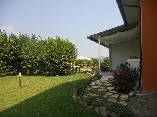 Ca' Borgo delle Rane: Il bel giardino (2)