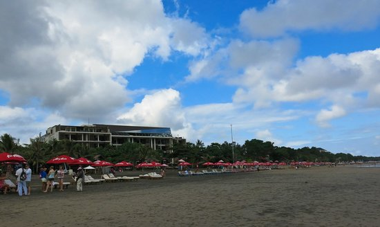 Anantara Seminyak Bali Resort: Hotel seen from beach