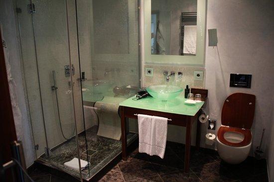 Anna Hotel : ванная