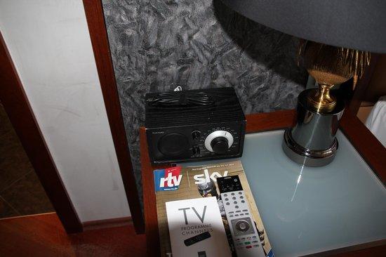 Anna Hotel: радио