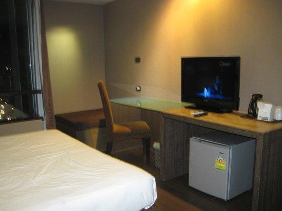 Bangkok City Hotel : flatscreen tv