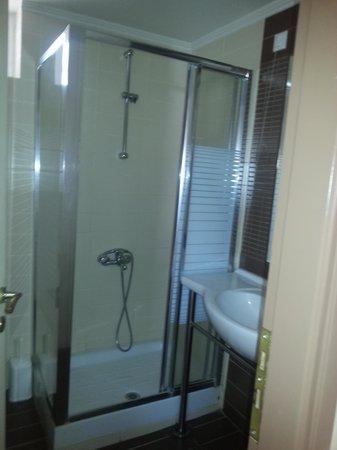 Hotel Tolo: doccia