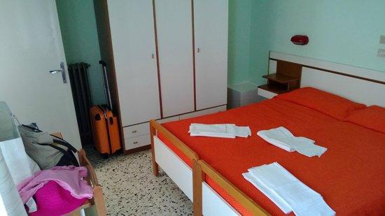 Hotel Graziana : camera con arredamento un po' vecchiotto