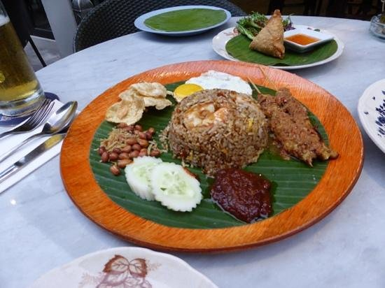Mews Cafe: nasi goreng - big enough for two to share!