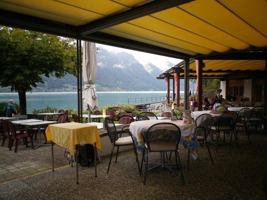 Hotel Chalet Du Lac: View from dining area over lake Brienz