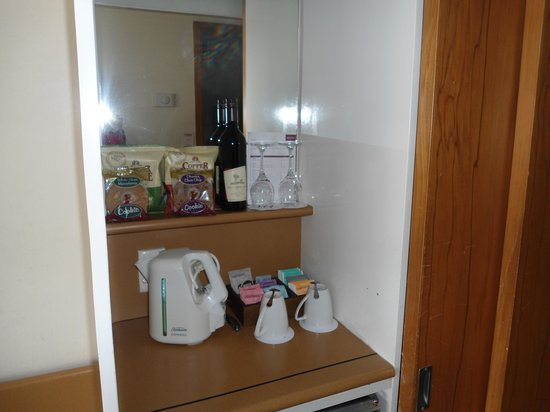Mercure Wellington: room 611 minibar