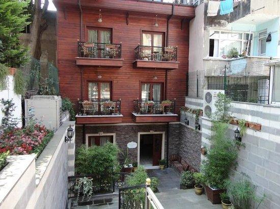 Rose Garden Suites Istanbul: vista dell'albergo