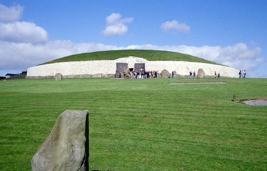Gray Line Dublin : Newgrange Tomb