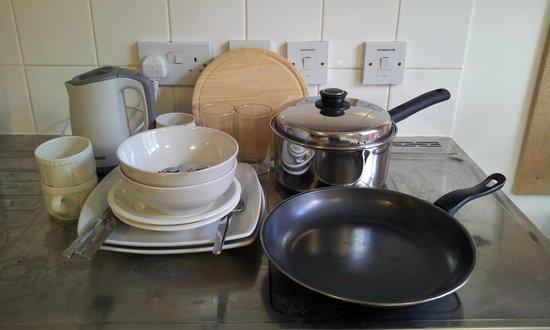 LSE Grosvenor House Studios: Provided utensils